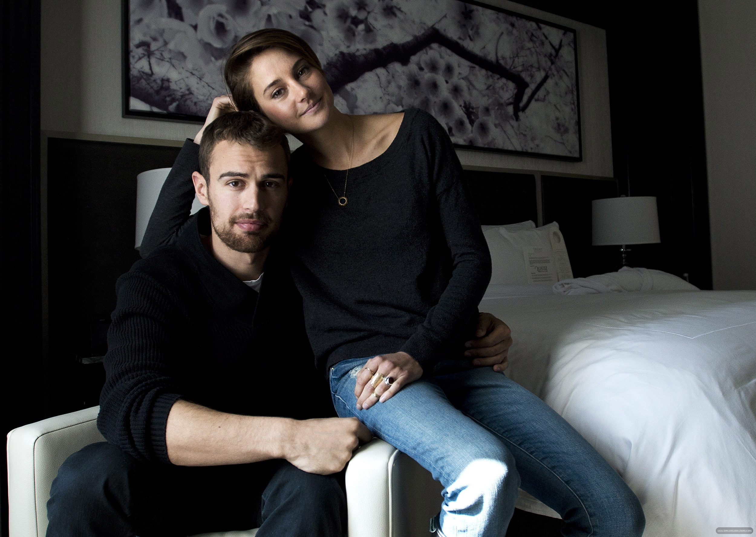 Pics Photos - Theo James And Shailene Woodley Dating In Real Life ...