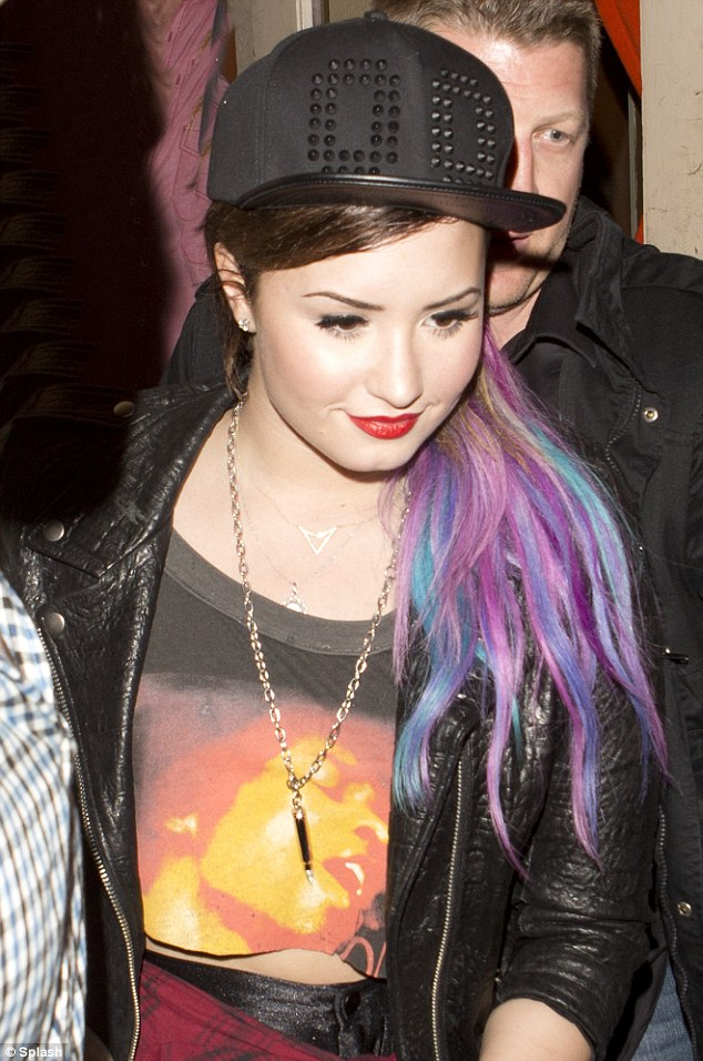 Alishana Images Demi Lovato Steps Out With Muli Coloured Hair