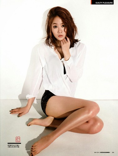 SISTAR (씨스타) wallpaper probably with bare legs, a chemise, and tights called Soyou on Arena Homme Plus