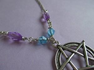 pastel pentagram collier