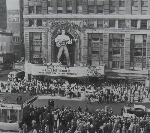 "Elvis Presley Hintergrund possibly with a Lesen room, a business district, and a multiplex titled 1956 Movie Premiere Of ""Love Me Tender"""