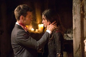 1x22 Elijah and Hayley