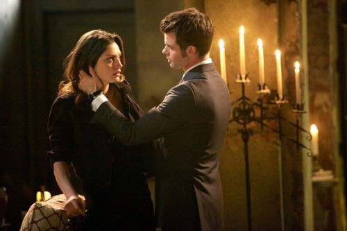 Elijah & Hayley پیپر وال with a business suit entitled 1x22 Elijah and Hayley