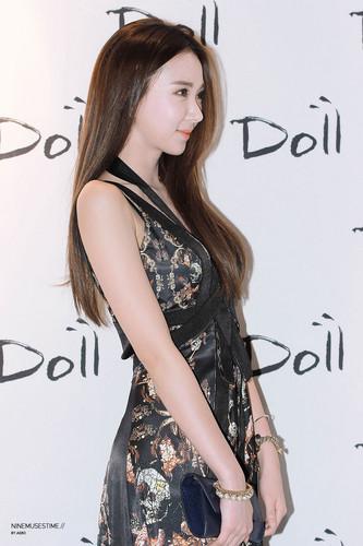 Nine Muses fondo de pantalla probably with a cóctel, coctel dress, a cena dress, and attractiveness called 2014 Seoul F/W: Doii Fashion mostrar