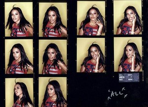 Aaliyah door Hamish Brown ~ Contact Sheet