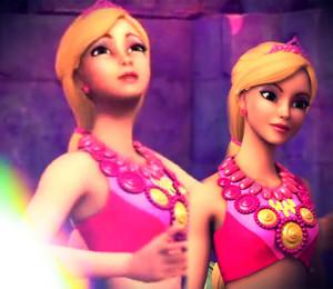 Ambassador Mirabella's kulay-rosas Mermaid Outfit.