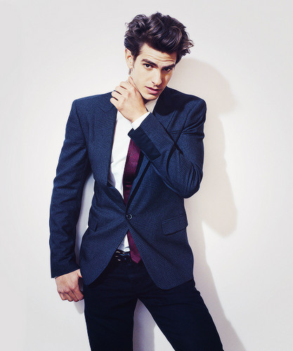 Andrew Гарфилд Обои with a business suit, a suit, and a well dressed person entitled Andrew Garfield!