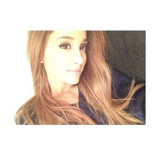 Ariana selfie on instagram ღ