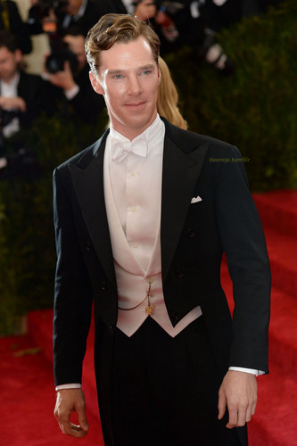 Benedict Cumberbatch wallpaper with a business suit, a suit, and a two piece entitled Benedict at the Met Gala - 2014