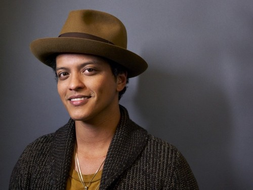 Bruno Mars wolpeyper with a snap brim hat, a campaign hat, and a fedora called Bruno Mars wolpeyper