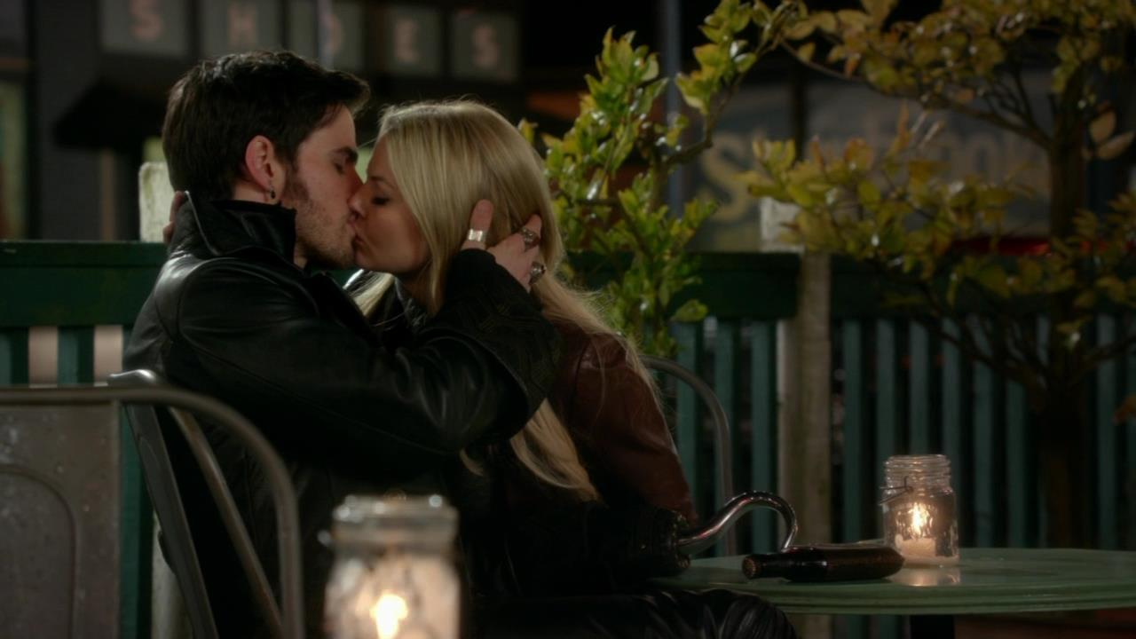 CaptainSwan3x22Kiss@ - Captain Hook and Emma Swan Photo ...