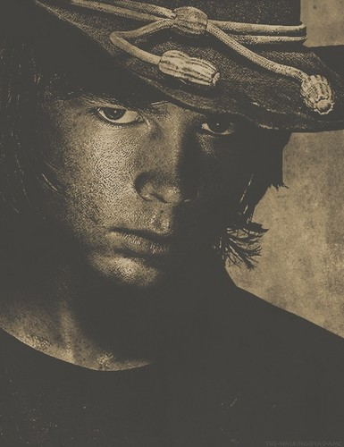 Chandler Riggs Hintergrund possibly containing a fedora and a campaign hat called Carl Grimes