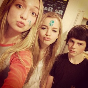 Chandler with Hana with their friend Olivia ❤