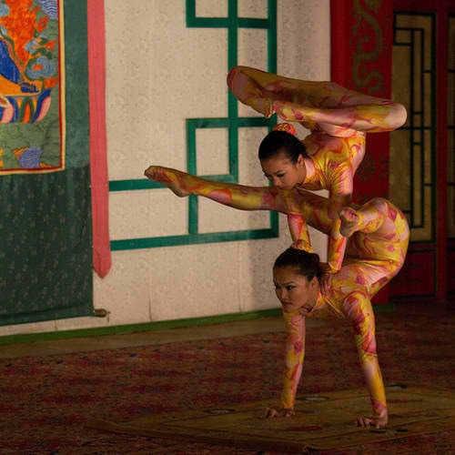 Contortion fondo de pantalla titled Chinese contortion duet