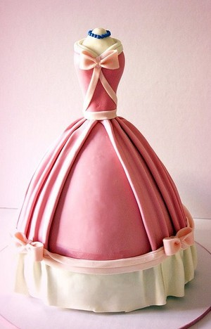 Cinderella's Ball robe Made In A Likeness In A Cake