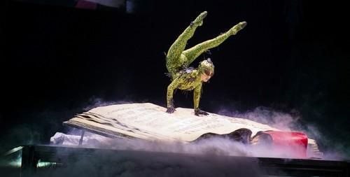 Contortion fondo de pantalla titled Cirque du soleil MJ immortal world tour contortionist