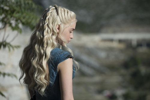 Daenerys Targaryen wallpaper possibly with a portrait entitled Daenerys Targaryen Season 4