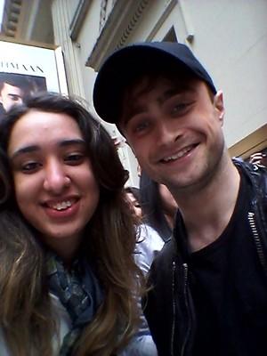 Daniel Radcliffe Selfies With شائقین (Fb.com/DanieljacobRadcliffefanClub)
