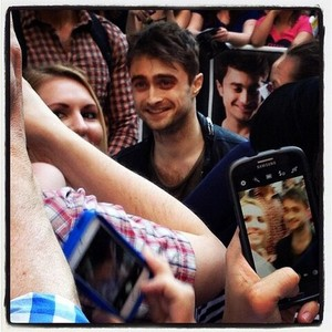 Daniel Radcliffe Selfies With Fans (Fb.com ... Daniel Radcliffe Fan