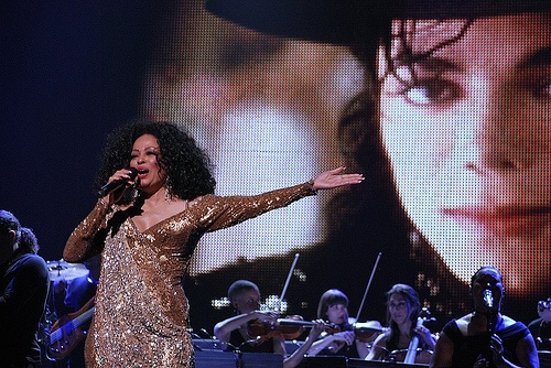 Diana Ross Paying A Tribute To Michael During Her Live Performance