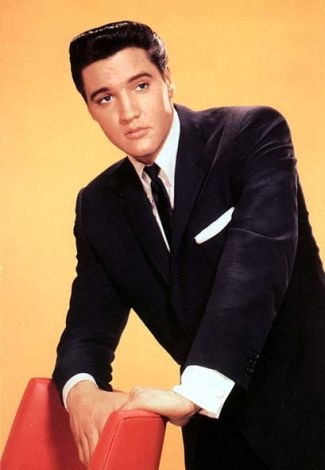 埃尔维斯·普雷斯利 壁纸 containing a business suit, a suit, and a well dressed person called Elvis Presley
