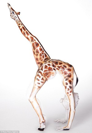 Eye illusion: do Du see a contortionist oder a giraffe?
