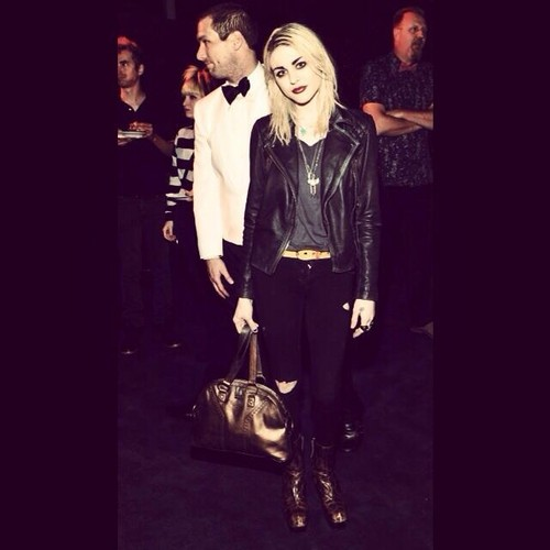 Frances Bean Cobain wallpaper with a well dressed person entitled Frances Bean Cobain