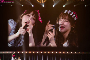 Girls' Generation 3rd 日本 Tour - Taeyeon and Tiffany
