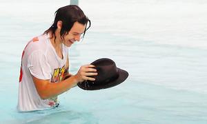 Harry doing flips Brasil (May 7th)