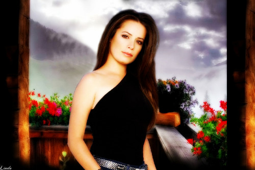 Charmed wallpaper probably containing a cocktail dress, a chemise, and attractiveness entitled Holly Marie Combs