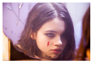 India Eisley in 凧, カイト