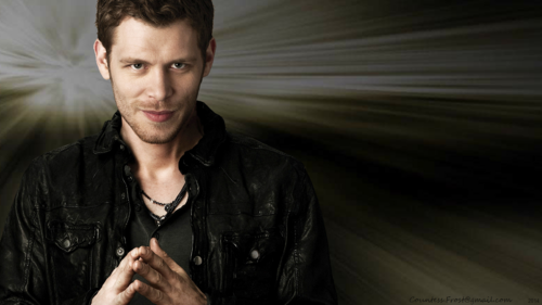 The Originals Hintergrund possibly with a well dressed person, a business suit, and an outerwear titled Klaus Mikaelson