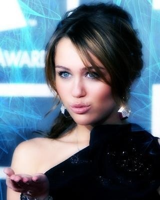 Miley Cyrus wallpaper containing a portrait called Mileyyyyyyyy <3