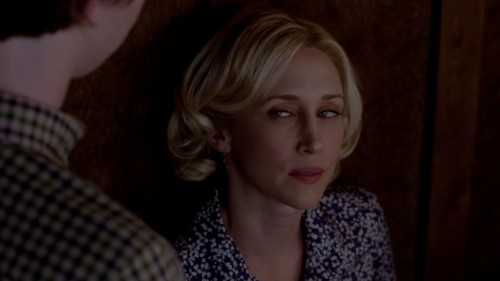 Bates Motel fond d'écran entitled Norma Bates (Bates Motel) Screencaps