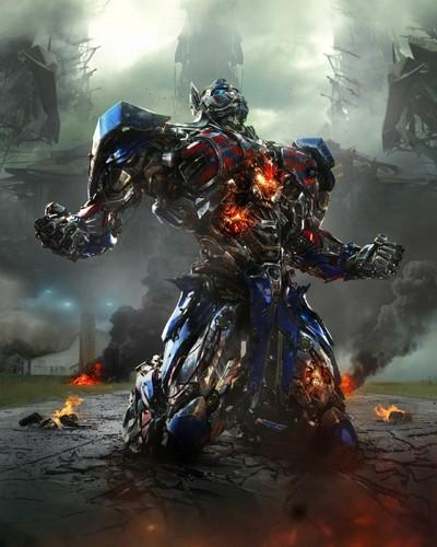 Transformers karatasi la kupamba ukuta possibly containing a moto entitled Optimus Prime in Transformers: Age of Extinction