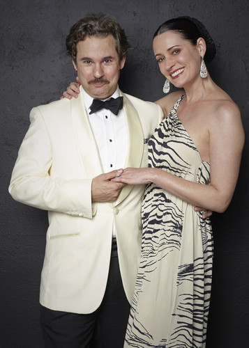 Paget Brewster Hintergrund titled Paget Brewster and Paul F. Tompkins