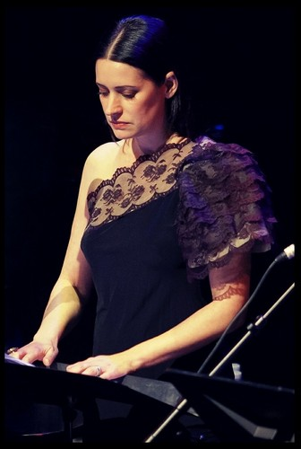 Paget Brewster پیپر وال possibly with a کنسرٹ titled Paget at SF Sketchfest