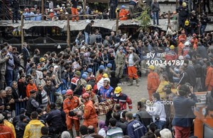 Rescuers carry out a dead miner on May 14, 2014