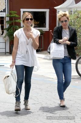 Sarah and Emma Caulfield Grabbing Lunch at the Brentwood Country Mart, LA (May 5th, 2014)