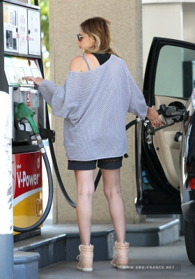Sarah at a Gas Station in Beverly Hills, LA (May 12th, 2014)