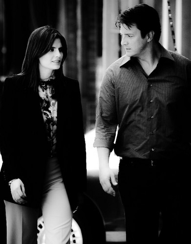 Nathan Fillion & Stana Katic karatasi la kupamba ukuta with a business suit called Stanathan-BTS