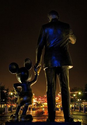 Statue Of Mickey ماؤس And Walt Disney