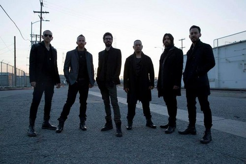 Linkin Park fond d'écran containing a business suit, a suit, and a well dressed person entitled THE HUNTING PARTY Promo