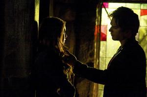 The Vampire Diaries, ''Home''