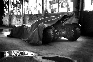 Zack Snyder tweets Batmobile teaser photo