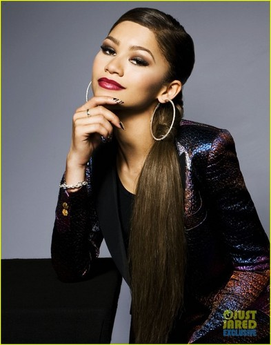 Zendaya Coleman wallpaper possibly with a well dressed person entitled Zendaya photoshoot for Just Jared's 2014 RDMA photobooth