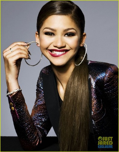Zendaya Coleman wolpeyper possibly with a portrait called Zendaya photoshoot for Just Jared's 2014 RDMA photobooth