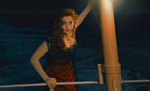 Titanic karatasi la kupamba ukuta entitled Titanic 4 life