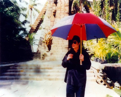 Michael Jackson wallpaper containing a parasol called Майкл Джексон