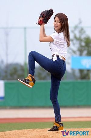 140609 JIWON @ Celebrity Baseball Tournament